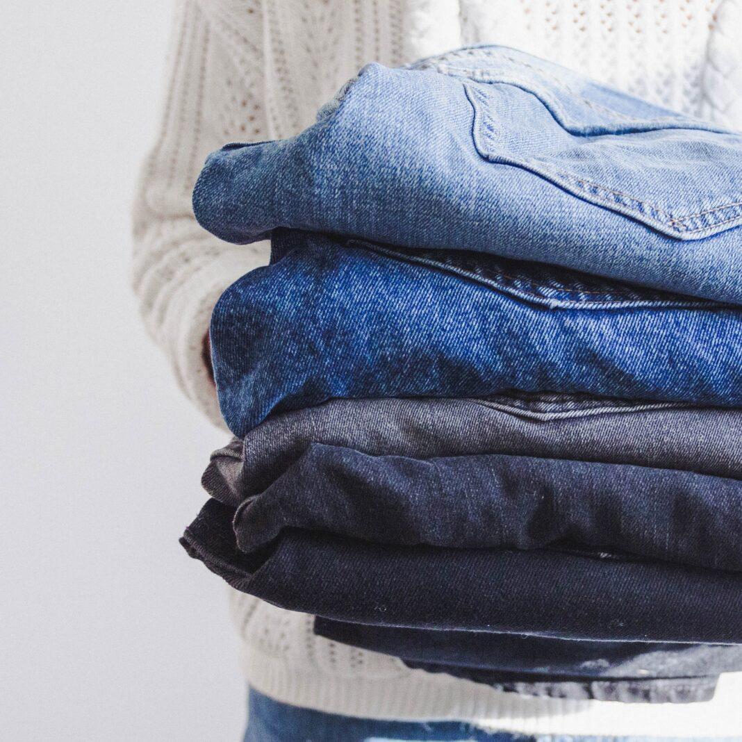 Do jakich stylizacji zakładać dżinsową katanę?